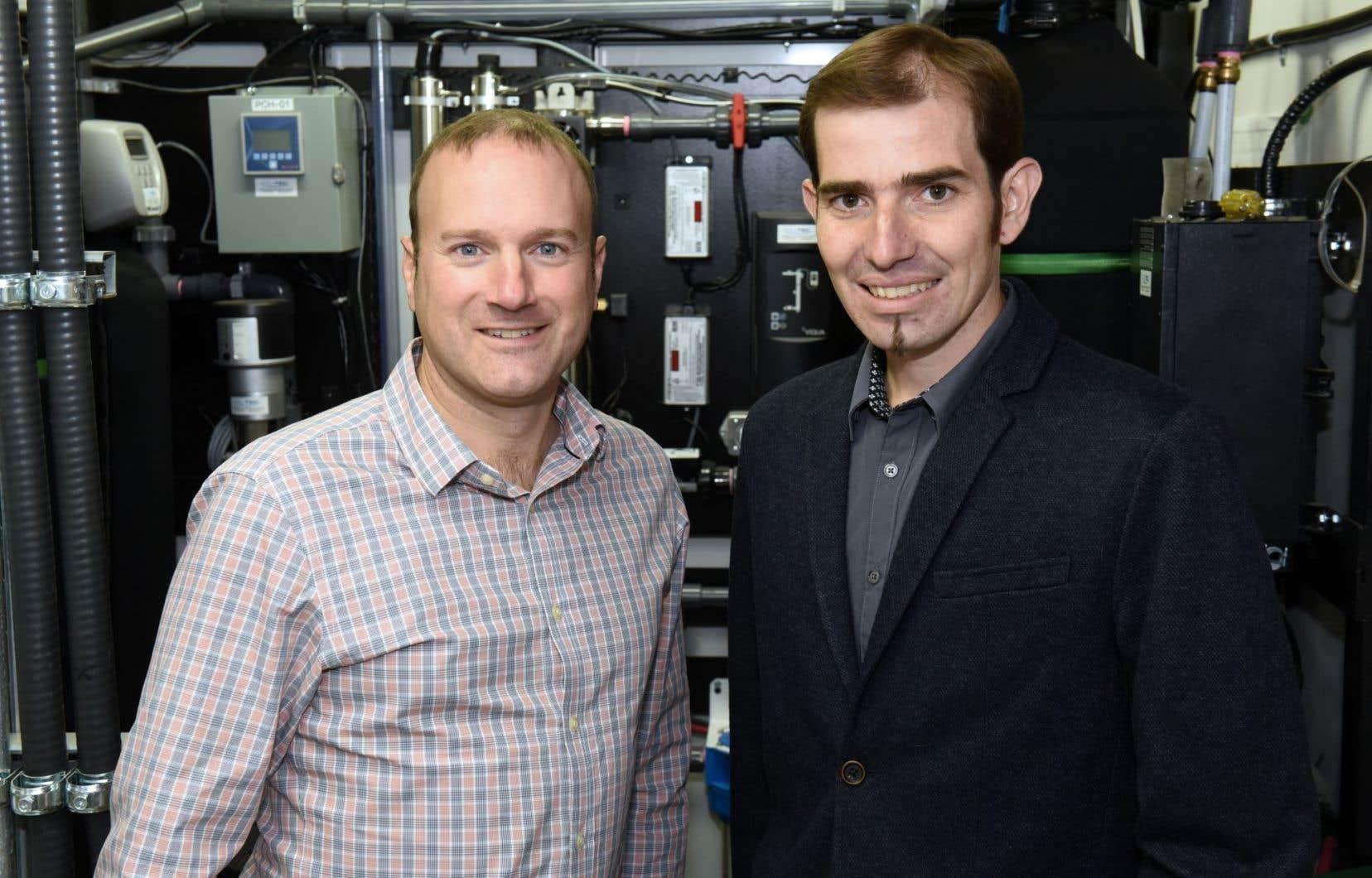 Les professeurs-chercheurs Philippe Pasquier et Benoît Courcelles, de l'école Polytechnique Montréal