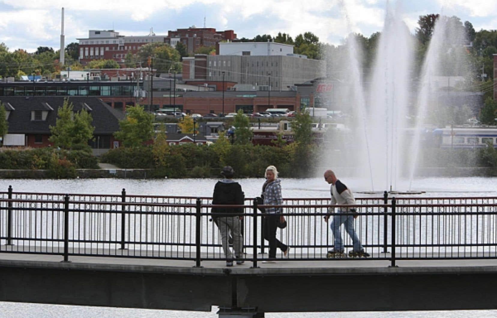 Passerelle sur la rivière Magog, au parc Jacques-Cartier, à Sherbrooke
