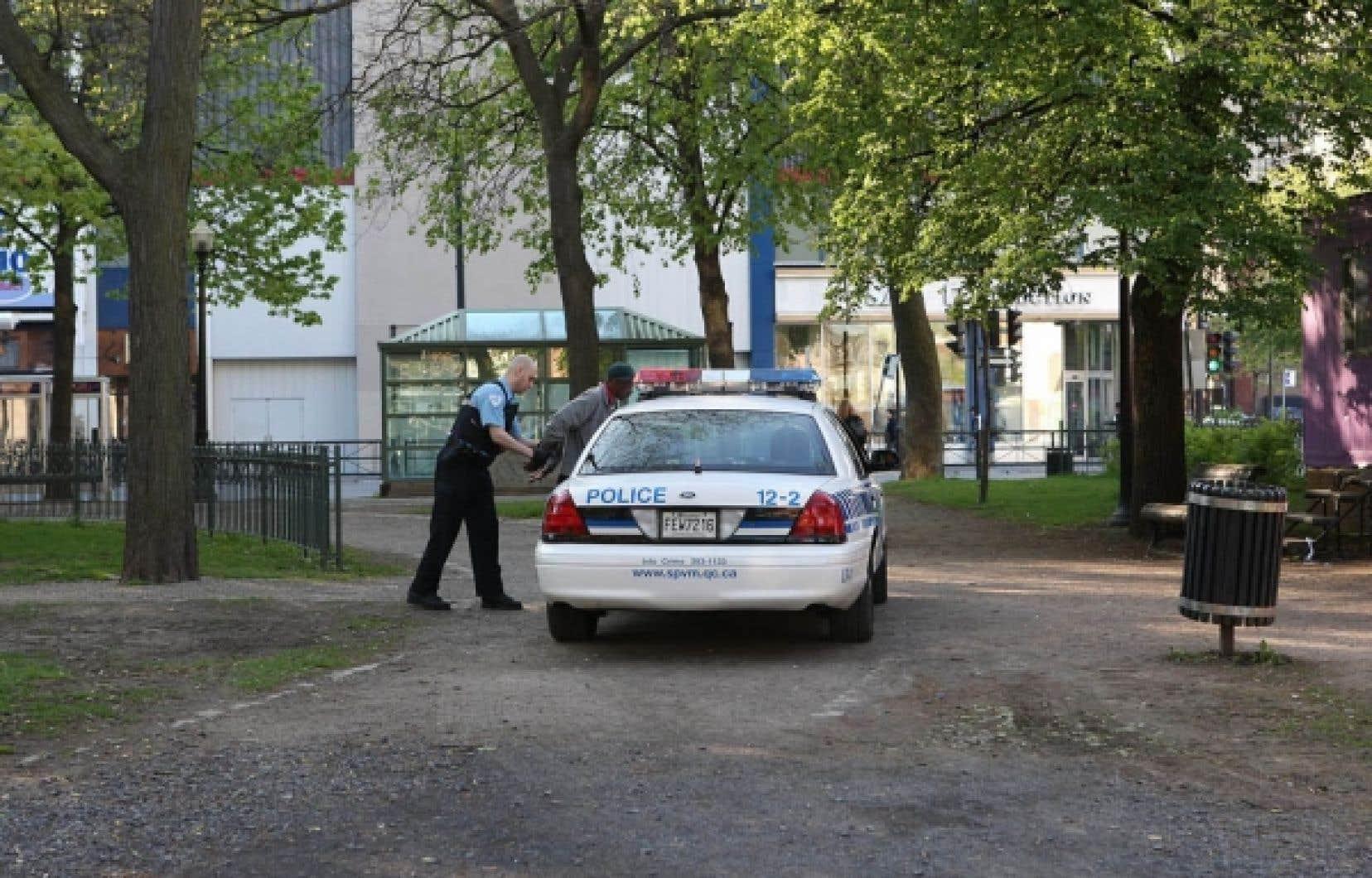Au fil des ans, trois commissions ont remis en question le laxisme dans l'encadrement du pouvoir des policiers.