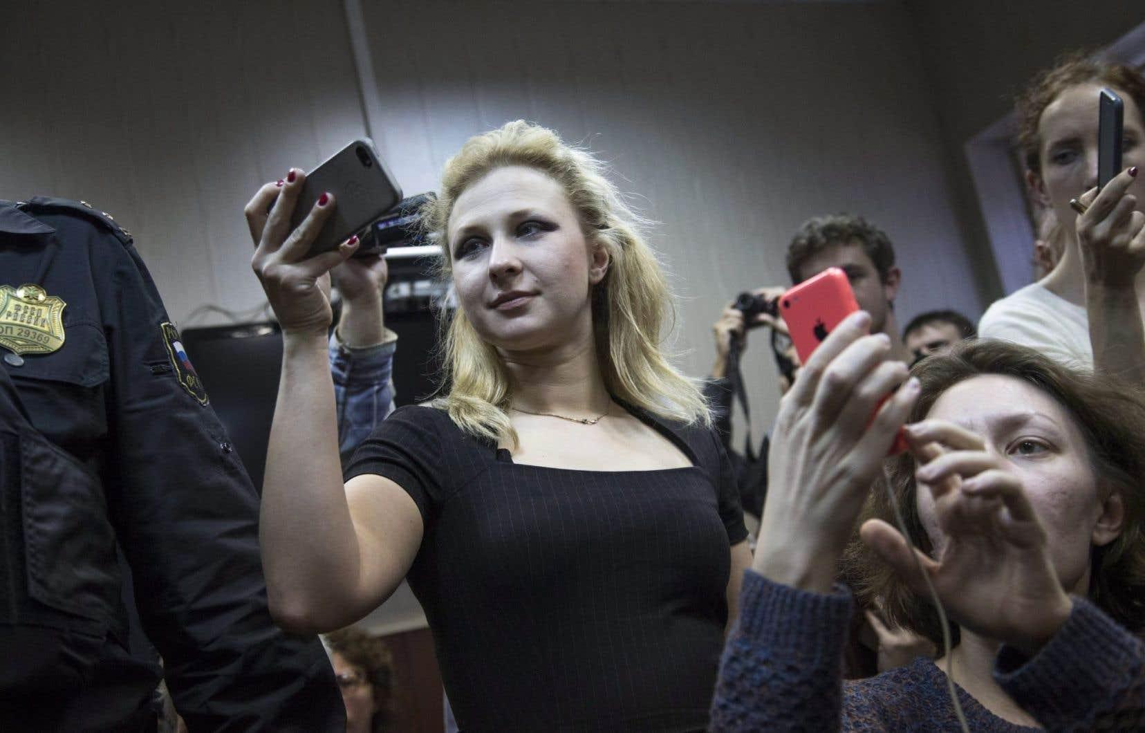 Maria Alekhina a été libéré en décembre2013 du camp où elle purgeait sa peine pour «hooliganisme», pour avoir récité, avec ses collègues en cagoules, collants et jupettes colorées, une incantation punk invitant à se débarrasser de Poutine, dans une cathédrale de Moscou.