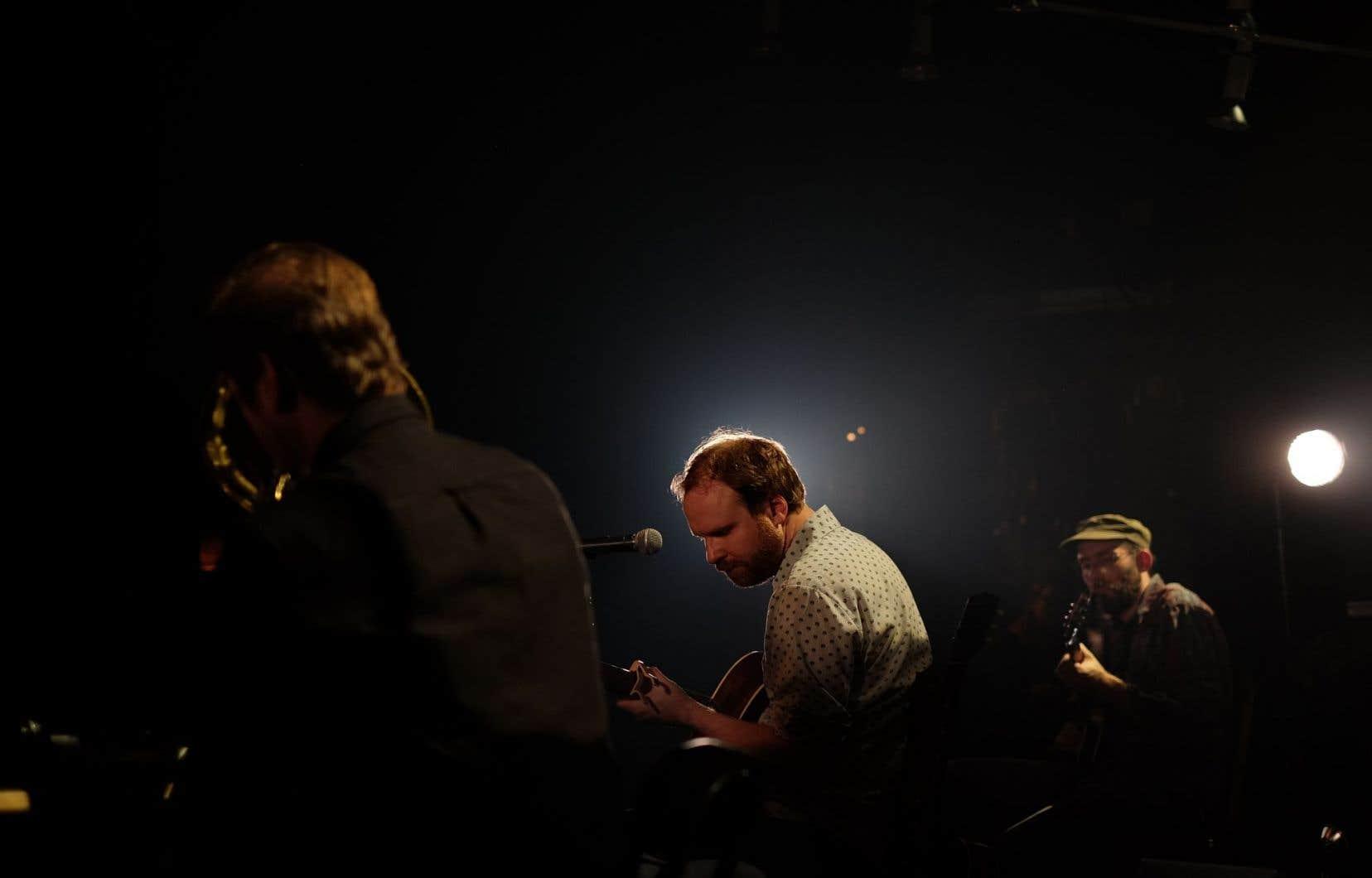 Le groupe Avec pas d'casque en concert au Club Soda