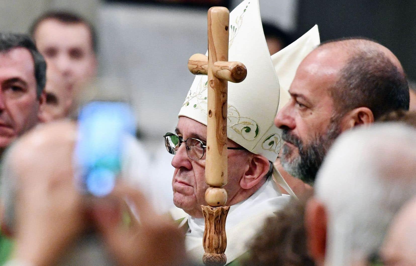 Le pape François a célébré dimanche une messe pour les détenus, leur consacrant un premier «jubilé».