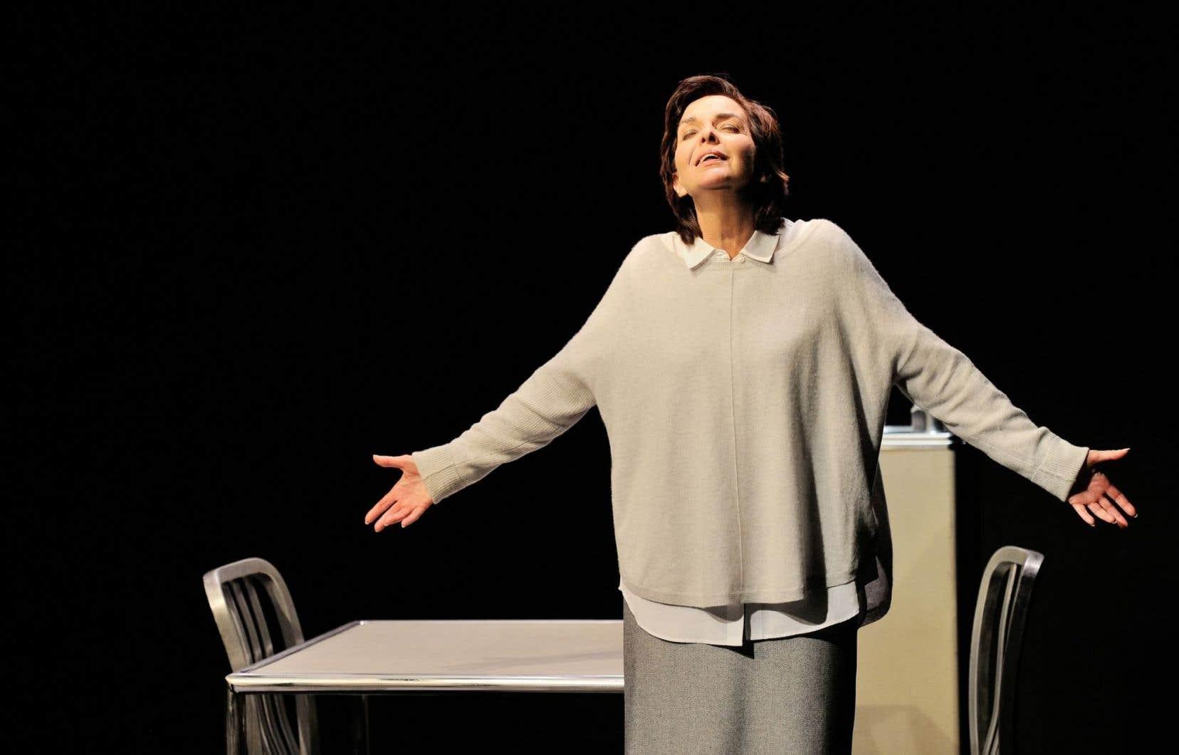 Le personnage de Miss Brodie trouve en Micheline Bernard une interprète au tempérament fort, tour à tour caustique, rageuse, déchirée.