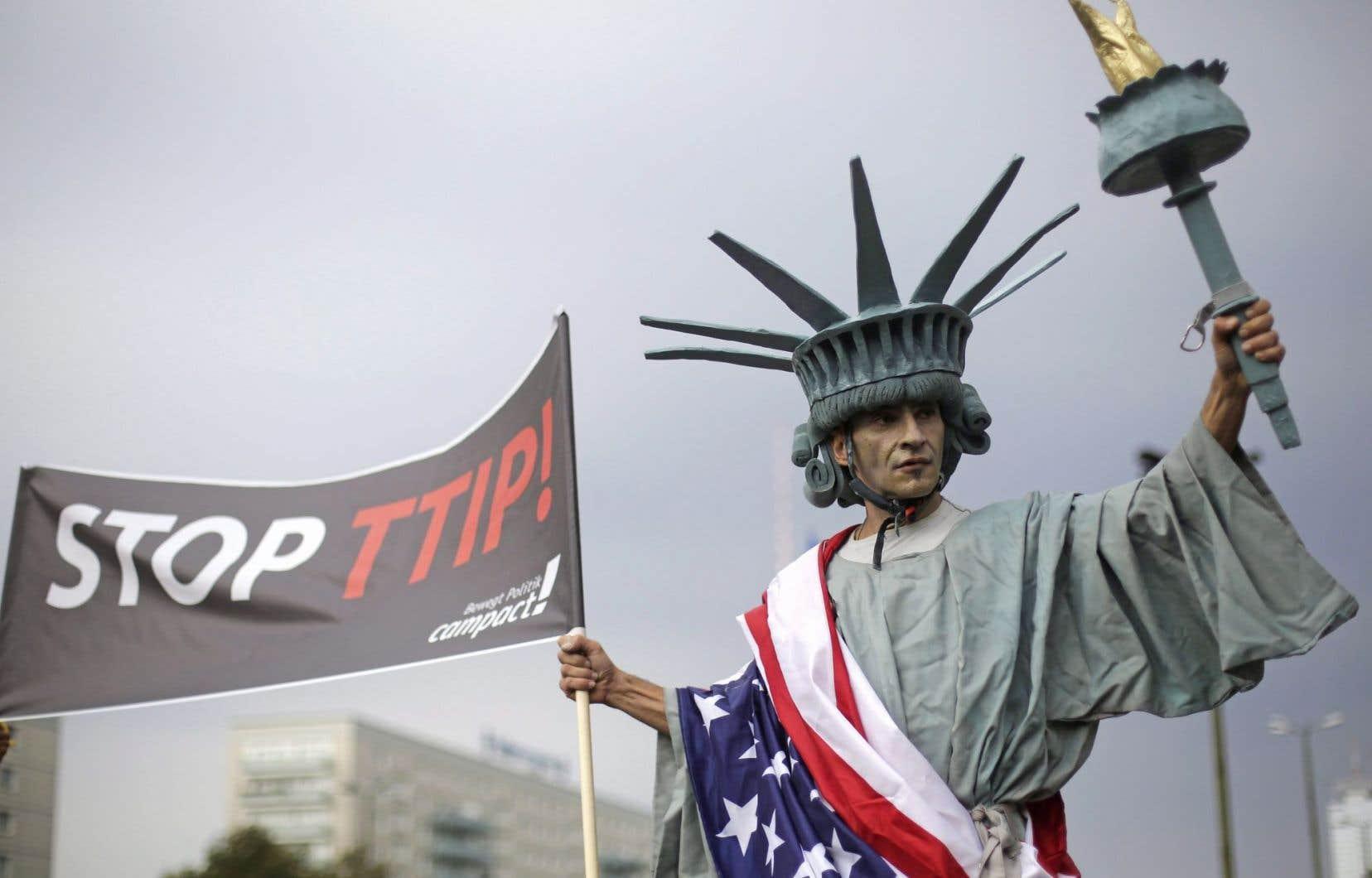 L'Accord de libre-échange nord-américain (ALENA) et le Partenariat transpacifique ont fait l'objet de manifestations ces derniers mois. Lors de la campagne électorale, Donald Trump a maintes fois laissé entendre que le libre-échange est nuisible pour l'économie américaine.