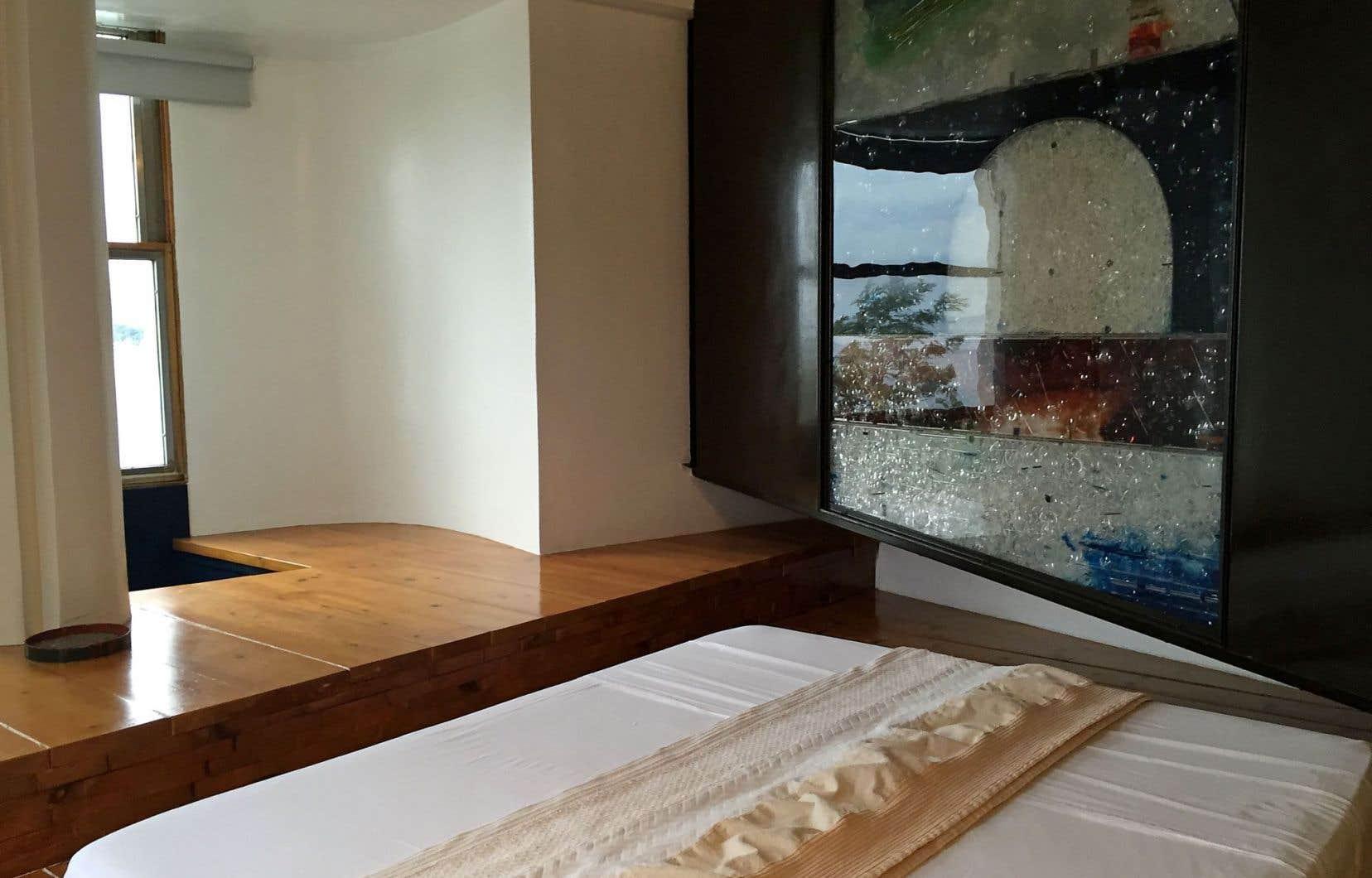 À l'hôtel Atelier sul mare, la chambre «Linea d'ombra» évoque la ligne d'horizon. Créée par Michele Canzonieri, elle est bâtie autour du thème de la mer.
