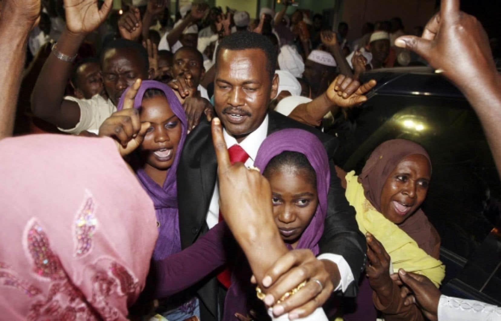Un des dirigeants du JEM, Ahmed Wadiay, a été accueilli par des partisans à son arrivée à Khartoum.