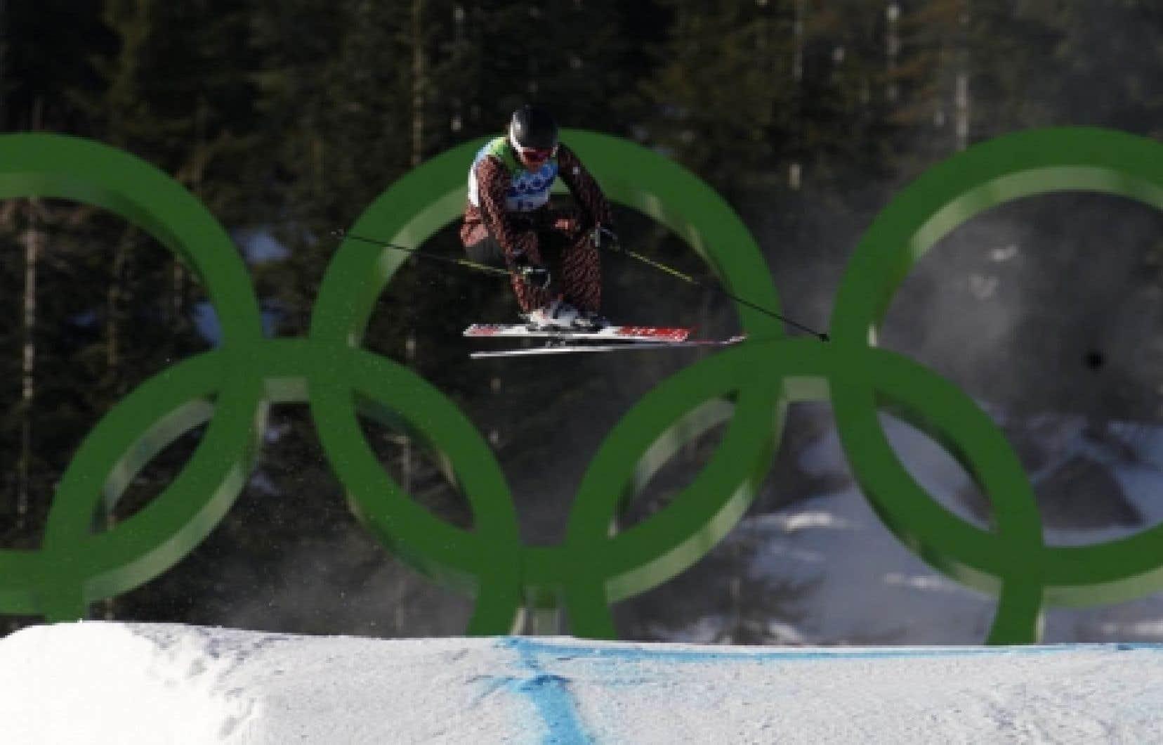 Le Comité olympique canadien espérait obtenir plus d'une médaille lors de la journée de dimanche. L'une des déceptions fut la 4e place de Christopher Del Bosco en ski cross.