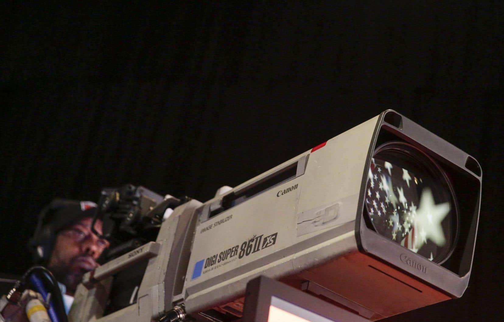 «Dans les jours précédant le scrutin, les principaux journaux des États-Unis prenaient tous position en faveur d'Hillary Clinton, mais il était trop tard», écrit Pierre Duchesne.