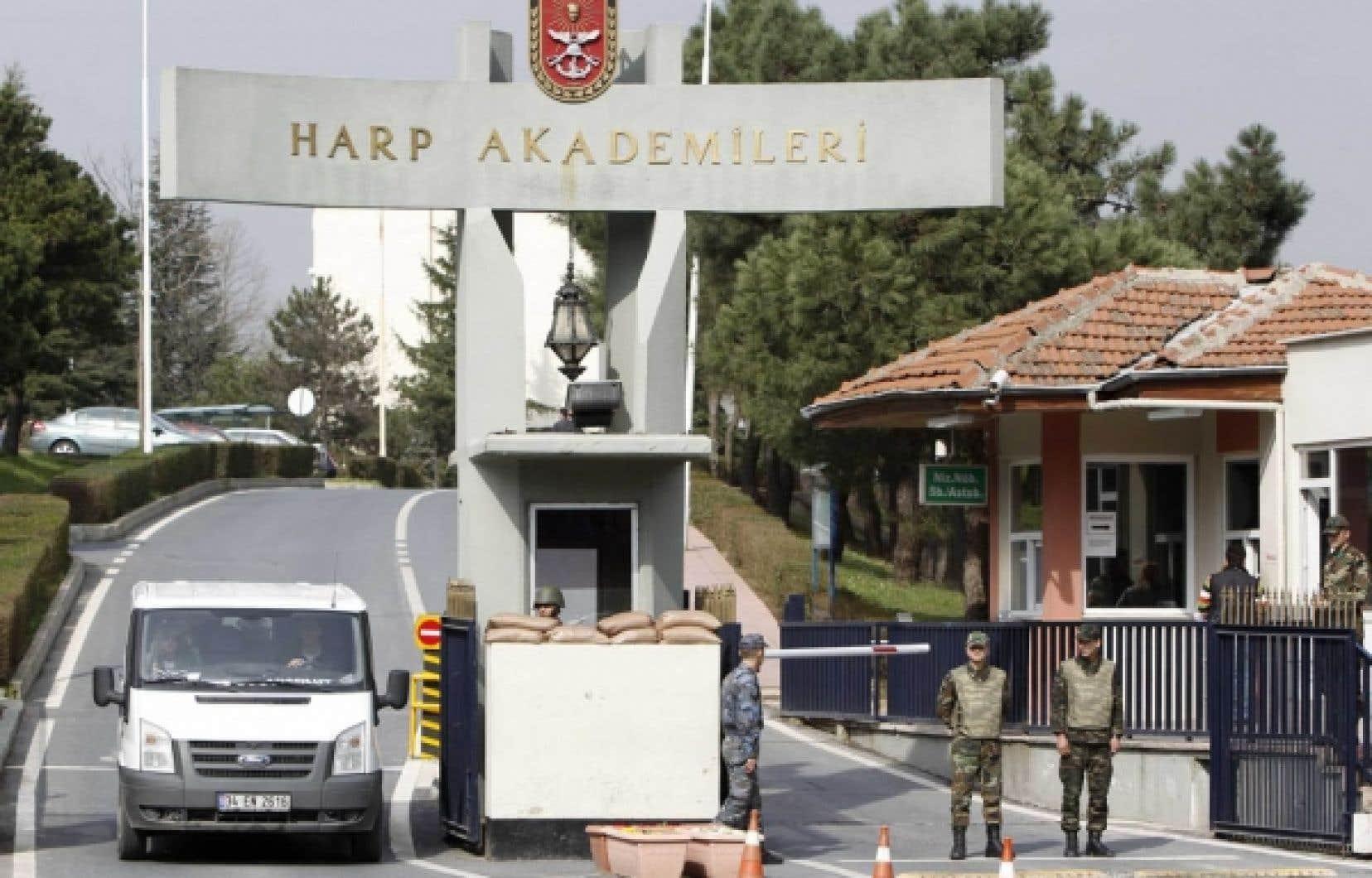 Les locaux de l'Académie de la guerre à Istanbul ont été fouillés.