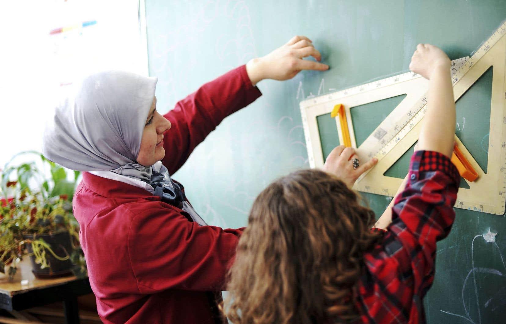 Il y aurait une augmentation du nombre d'enseignantes, mais surtout d'éducatrices portant le hidjab dans des écoles montréalaises.