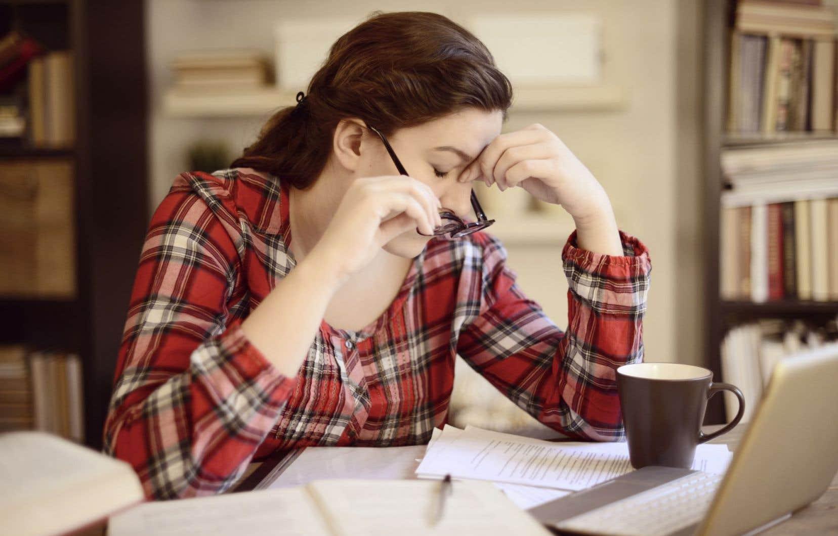 Selon Marie Audette, présidente sortante de l'Association canadienne des études supérieures (ACES), le chercheur souffre et s'isole pour rédiger une thèse qui ne sera lue par pratiquement personne par la suite, d'où sa volonté de modifier et de faire évoluer les modalités de la thèse.