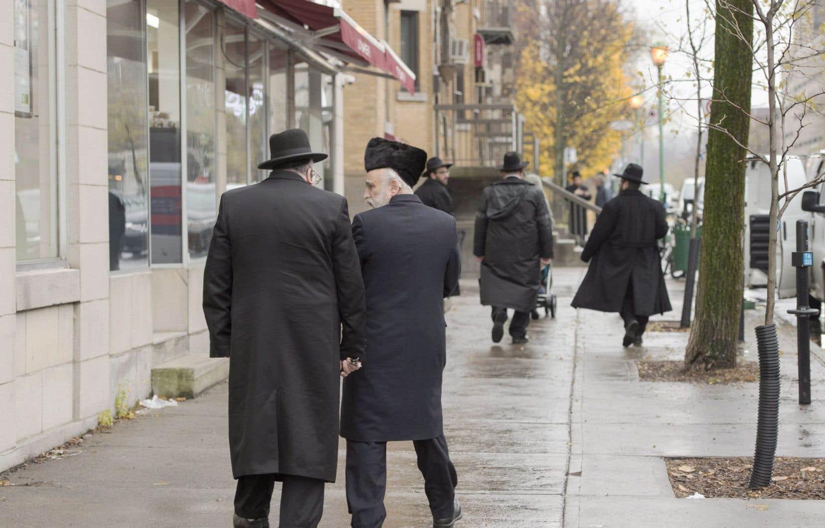 Les tensions s'avivent à certains moments dans ce voisinage entre les hassidim et quelques citoyens qui estiment que cette communauté abuse de son influence.