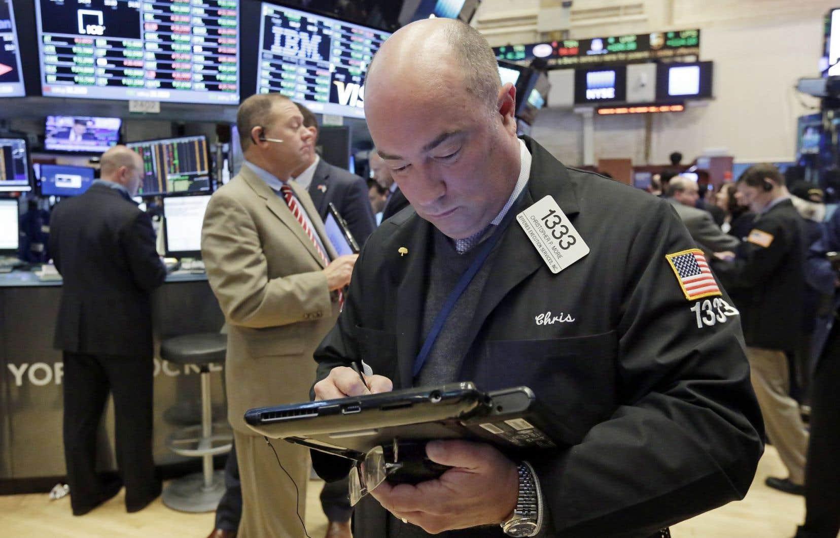 À la Bourse de New York, l'indice vedette Dow Jones a pris 88,76 points.