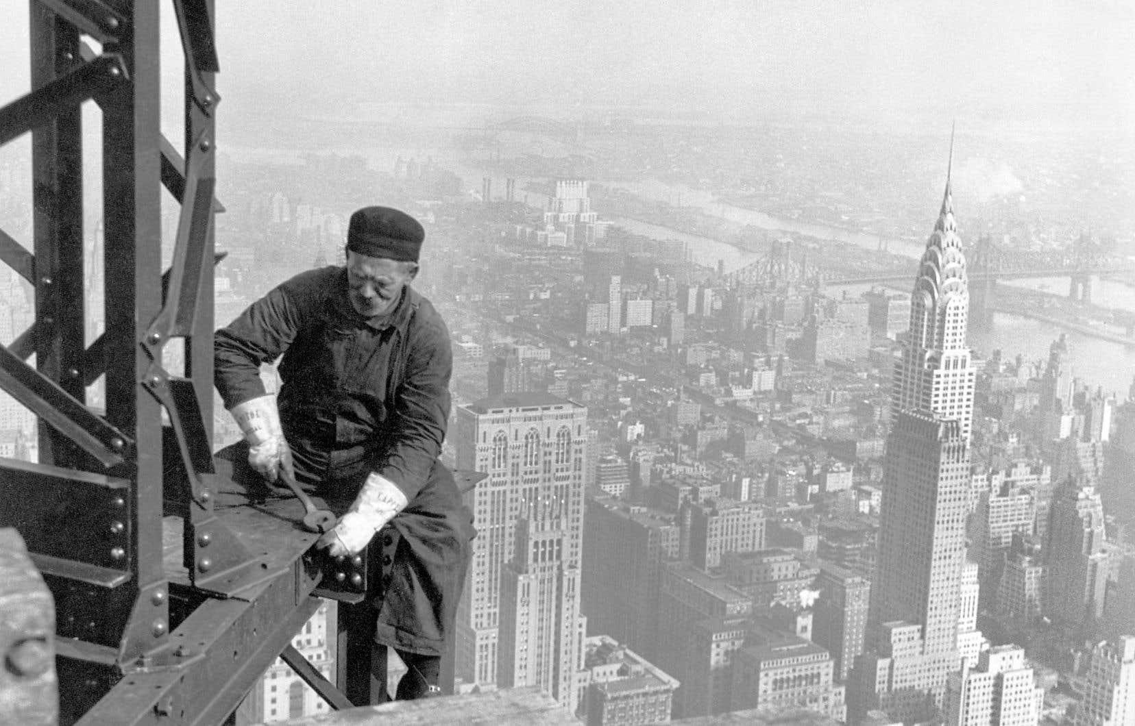 Monteur d'acier au sommet de l'Empire State Building