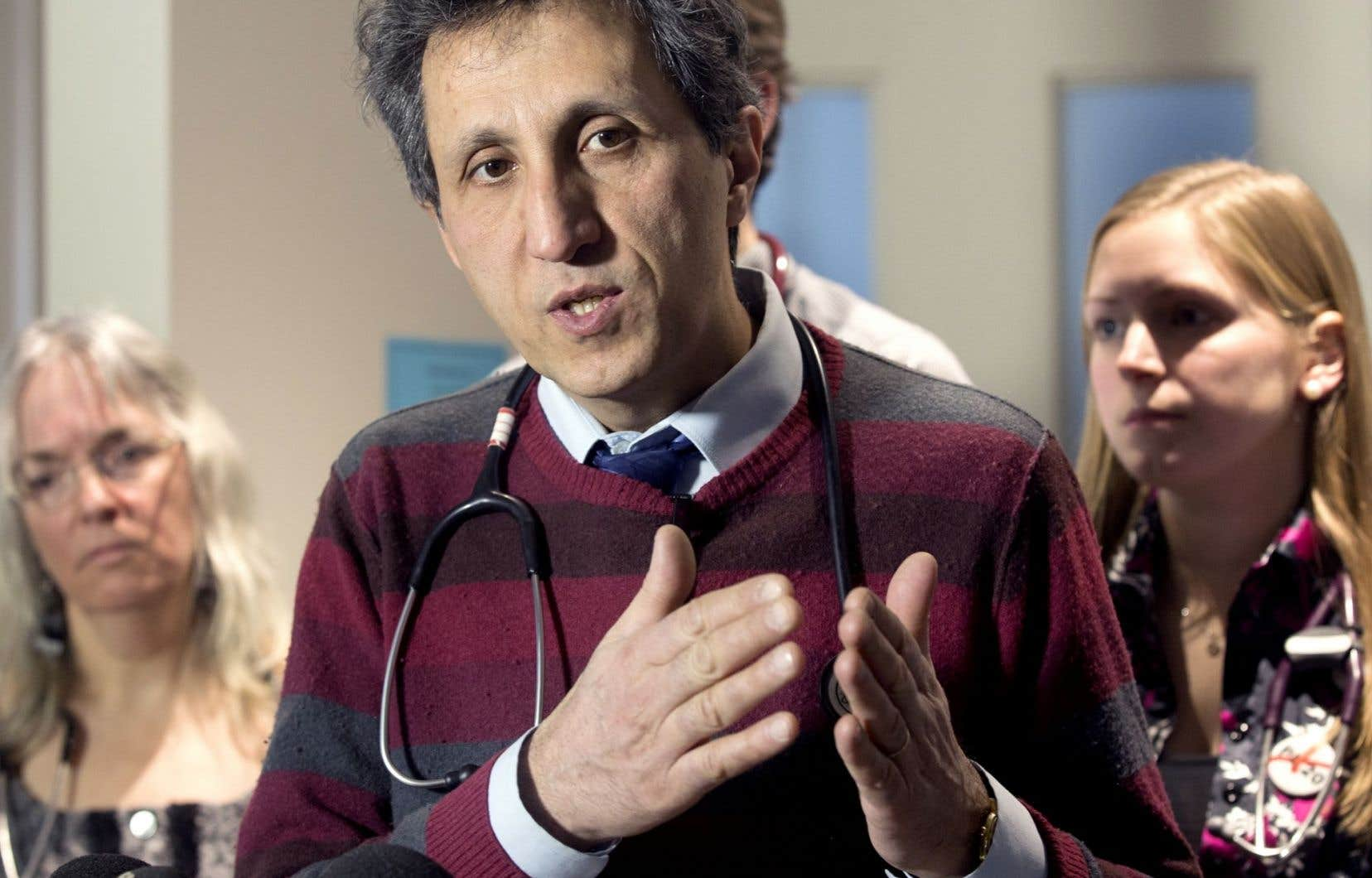 «Cette vision entrepreneuriale de la médecine, qui se répand dans nos structures de pouvoir médical, jette de l'ombre sur l'ensemble de la profession», écrit Amir Khadir