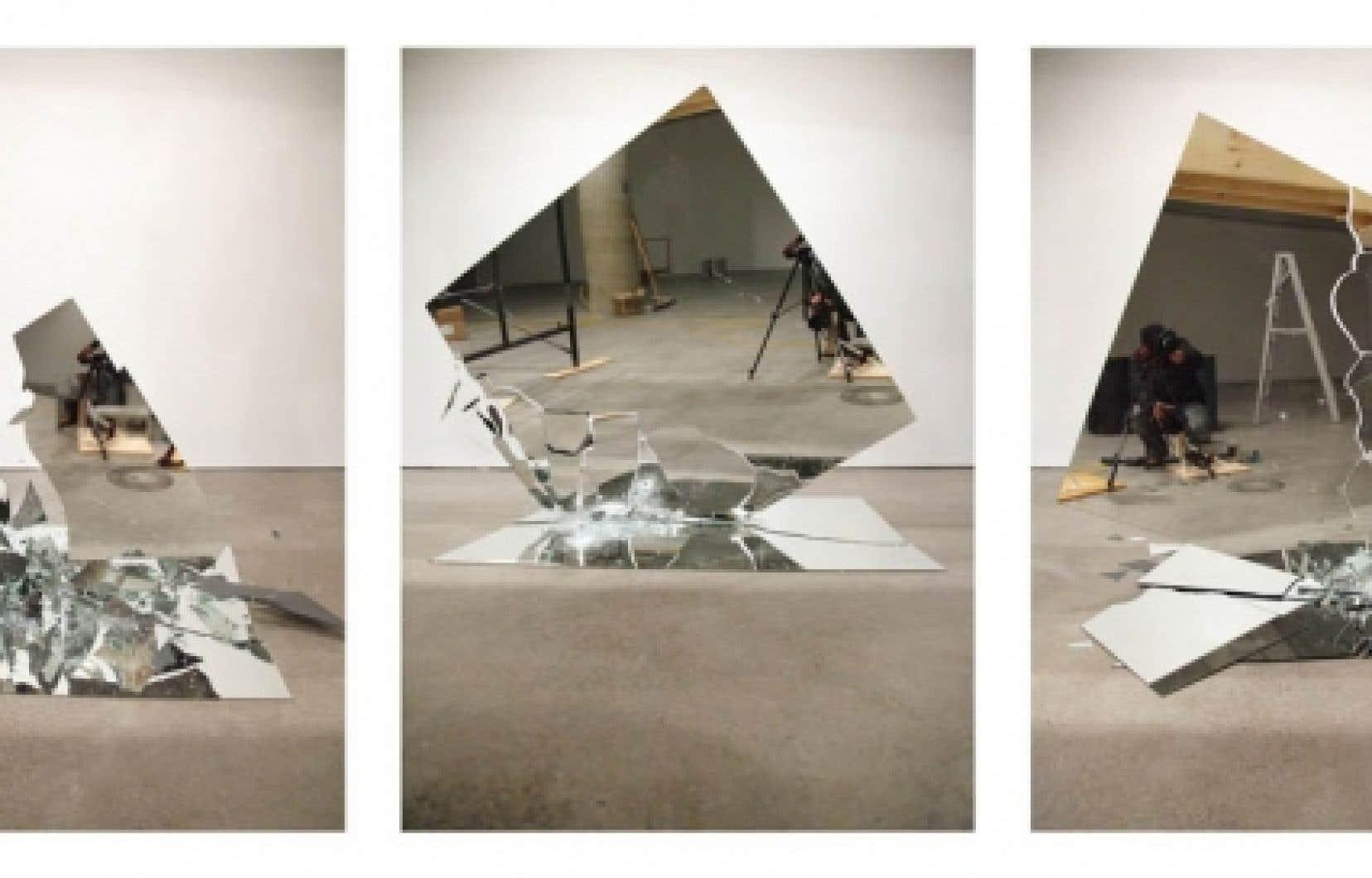 L'expansion de la galerie de l'UQAM se traduit aussi par une première occupation des fenêtres rue Berri. Les passants pourront y voir trois photos de Gwenaël Bélanger, prises à l'intérieur de la galerie. Une manière de refléter l'intérieur à l'extérieur.