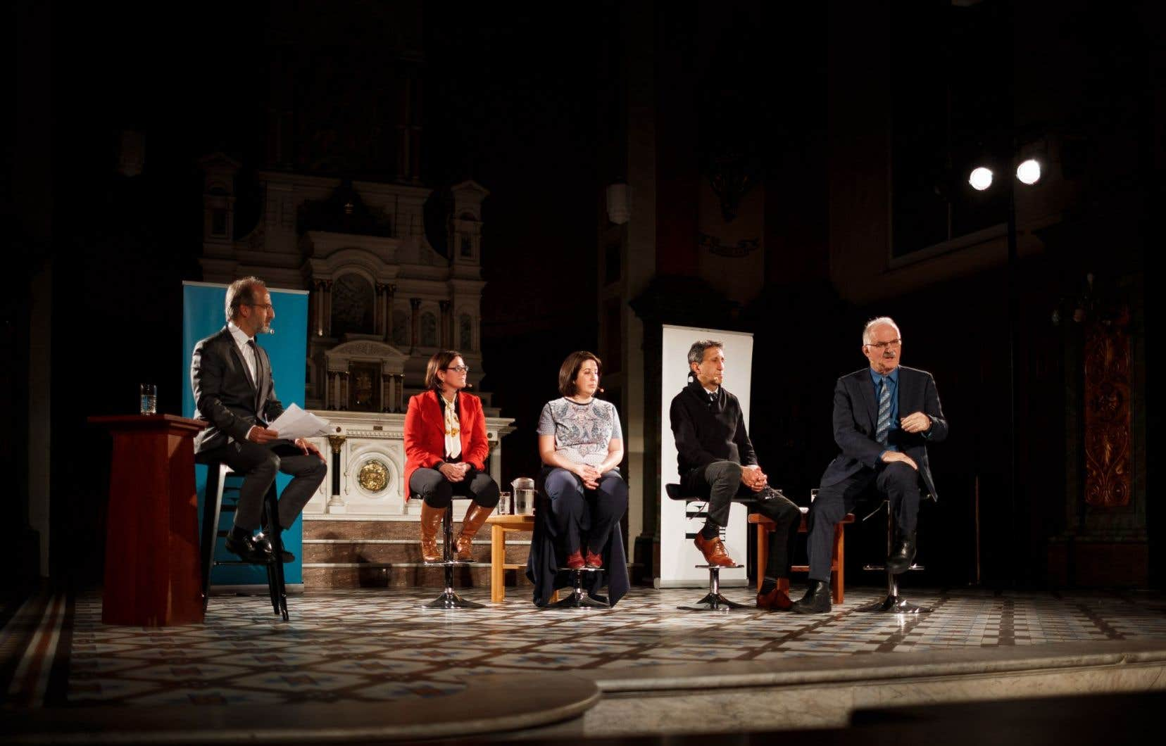 Diane Francœur, Dominique Hotte, Amir Khadir, MeJean-Pierre Ménard, ainsi que notre animateur, Antoine Robitaille (à gauche)