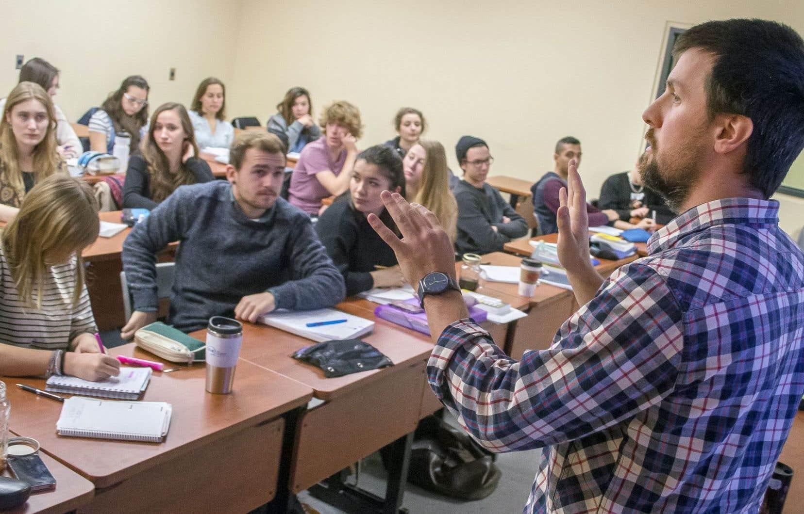 Au Québec, on constate que «90% des élèves qui fréquentent une école privée sont dans un établissement favorisé», 10% dans des écoles «moyennes» et aucun (0%) dans une école défavorisée.