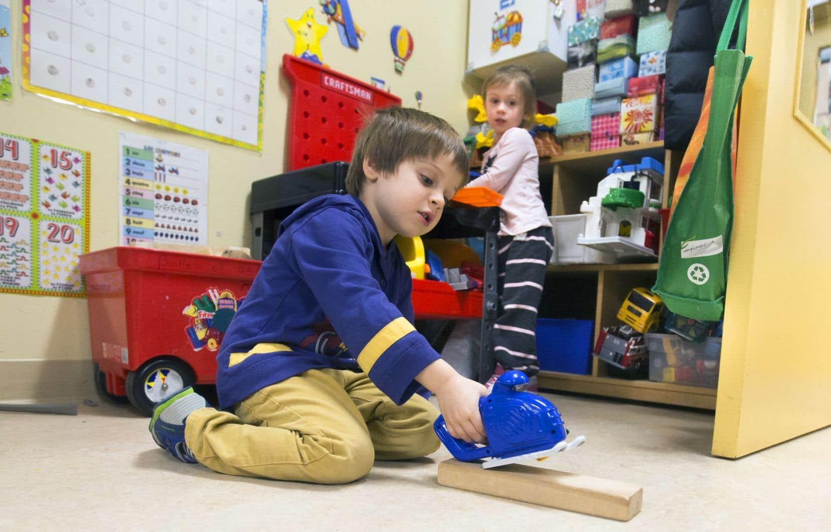 L'Association des garderies non subventionnées en installation réclame plus d'argent, notamment pour bonifier la formation des éducatrices.