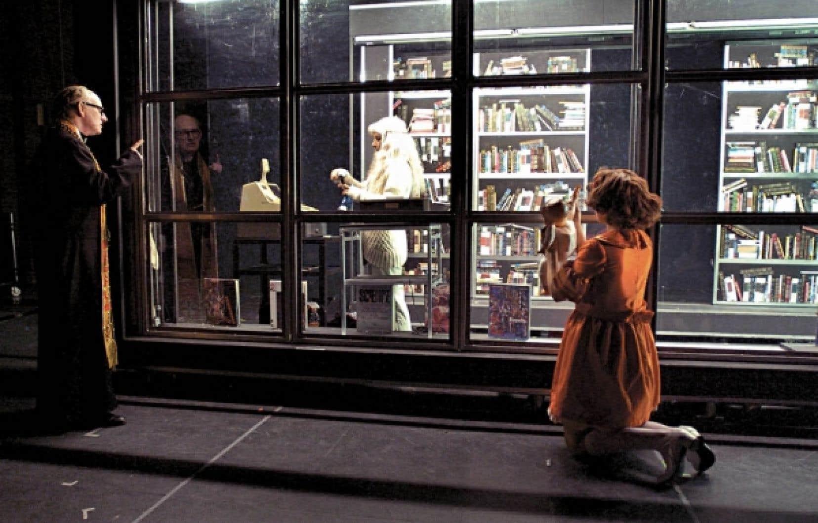 John Cobb, Lise Castonguay et Nuria Garcia dans une scène de Lipsynch, de Robert Lepage.