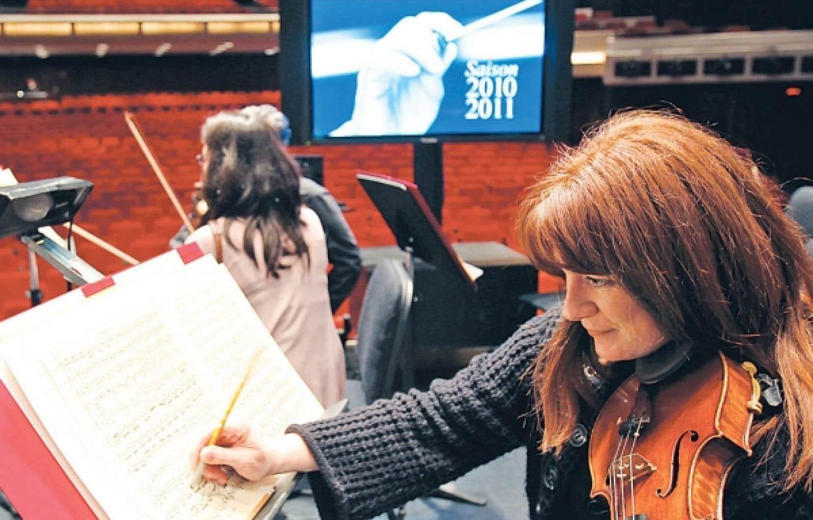 L'Orchestre symphonique de Montréal entame une saison historique en 2010-2011, puisque ce sera sa dernière à la salle Wilfrid-Pelletier de la Place des Arts. En effet, l'Adresse symphonique, la nouvelle salle de l'OSM, devrait être prête pour la saison 2011-2012.