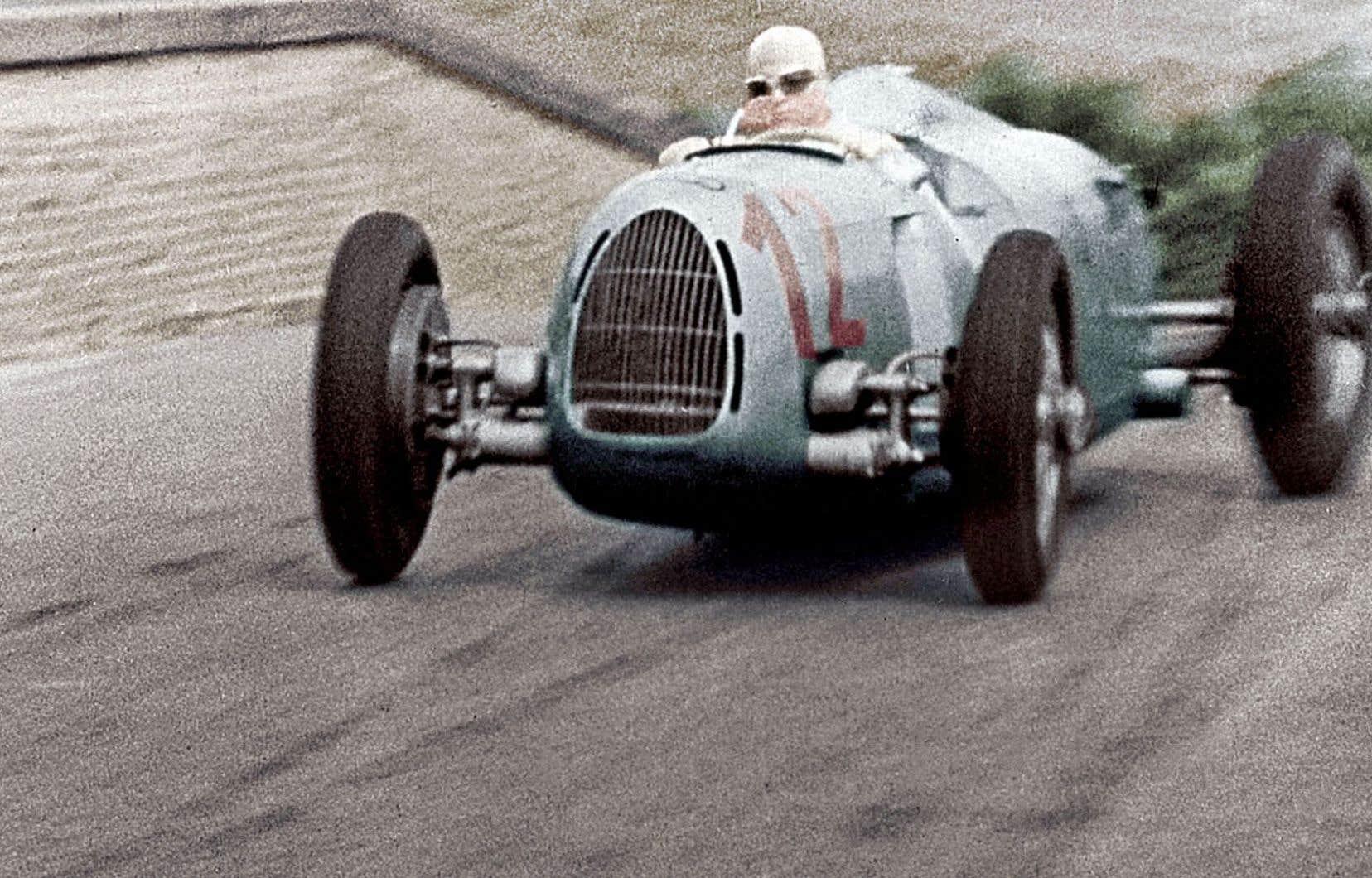 Le prolifique pilote automobile Bernd Rosemeyer a, pendant sa carrière, tellement plu aux nazis qu'il a été nommé dans les SS.