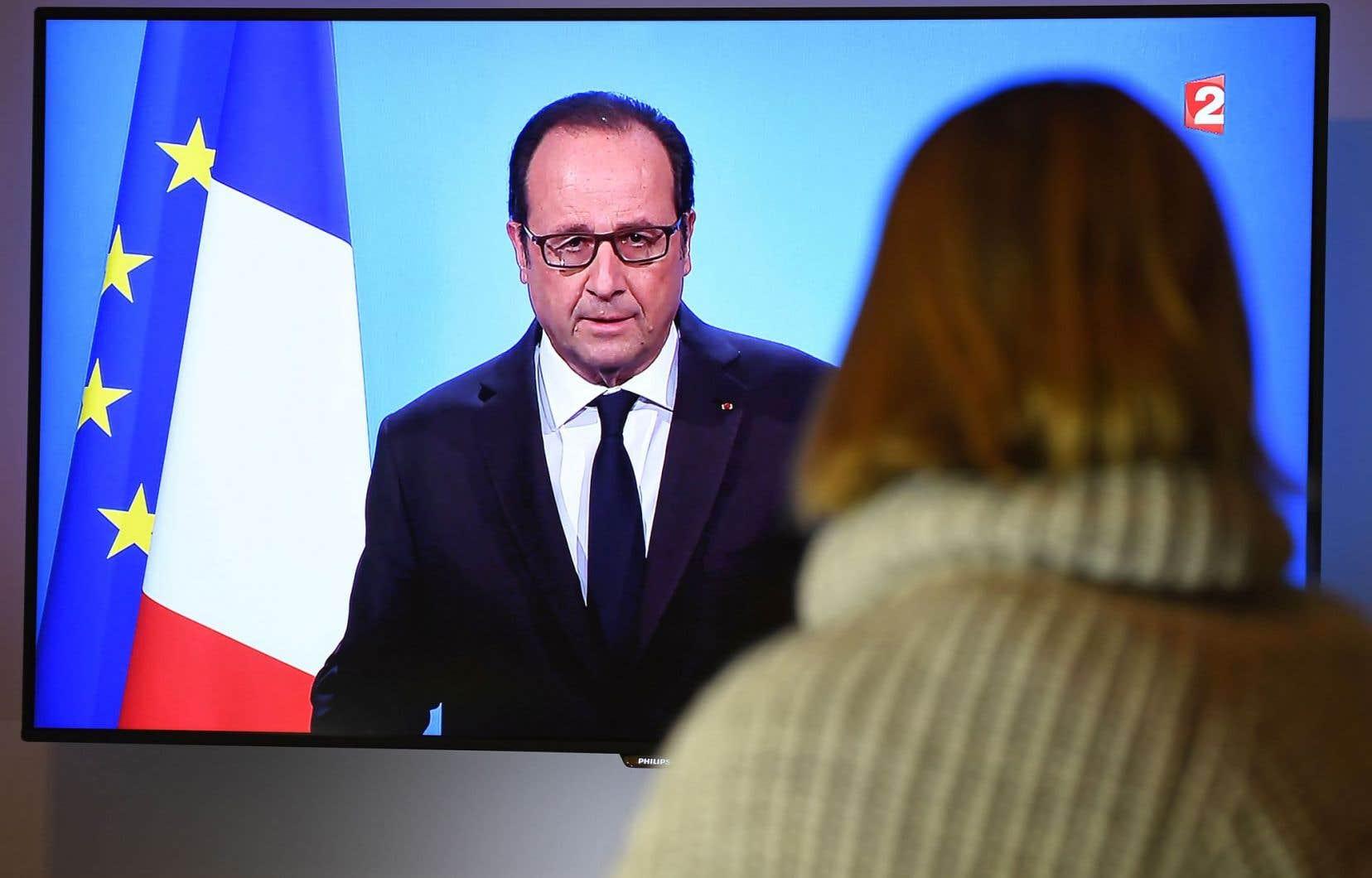 Abattu, la voix cassée, le président François Hollande s'est adressé aux Français jeudi soir par le truchement de la télévision.