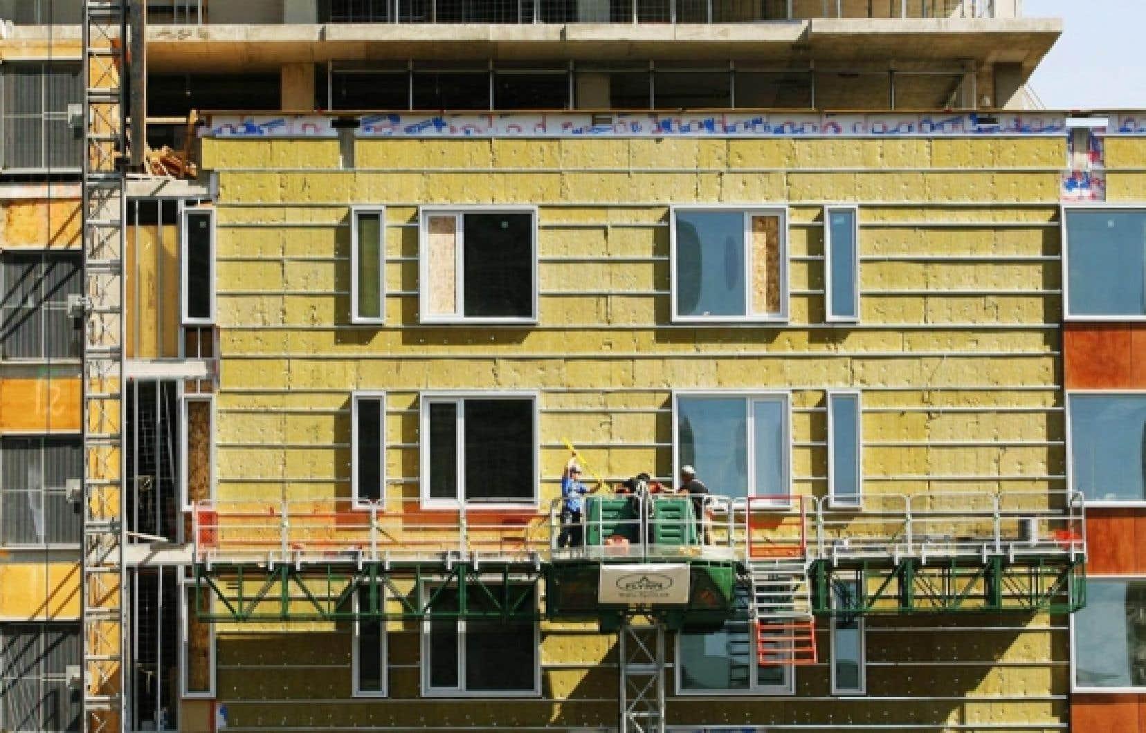 Selon la SCHL, le nombre de mises en chantier devrait se situer entre 152 000 et 189 300 cette année et entre 156 400 et 205 600 l'an prochain.