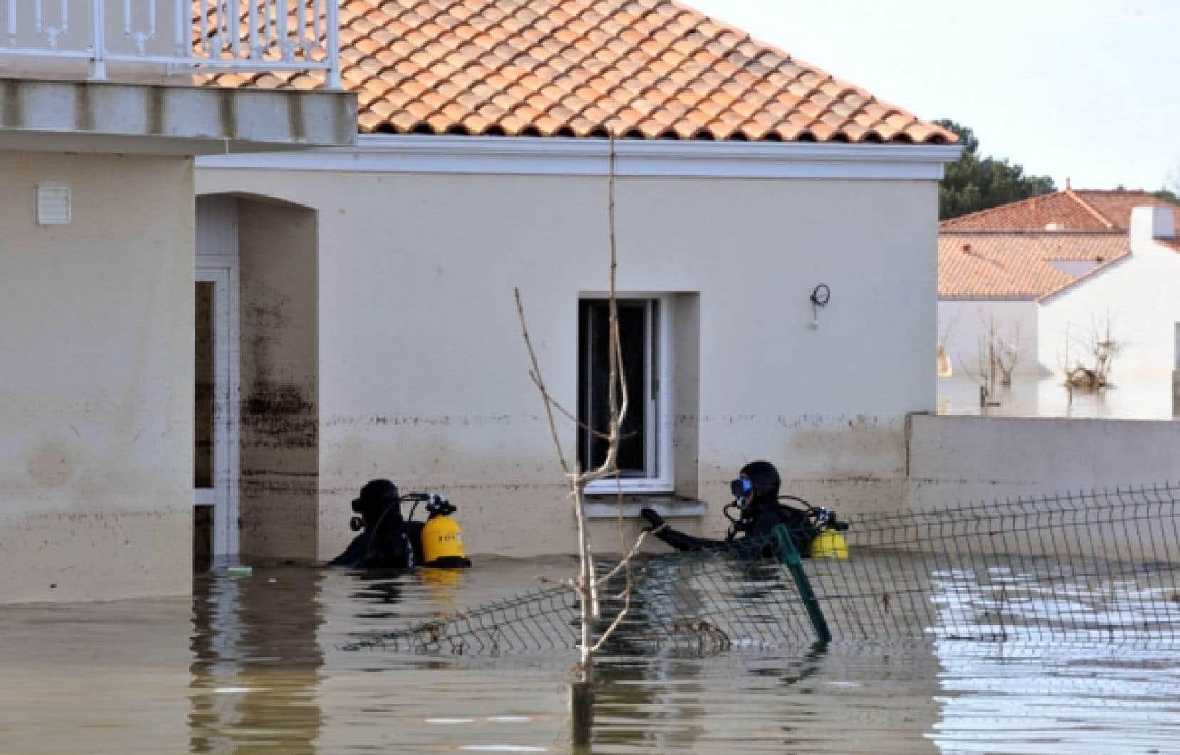 La plupart des victimes de la tempête Xynthia ont péri noyées dans leur sommeil, plusieurs villages étant envahis par les eaux.