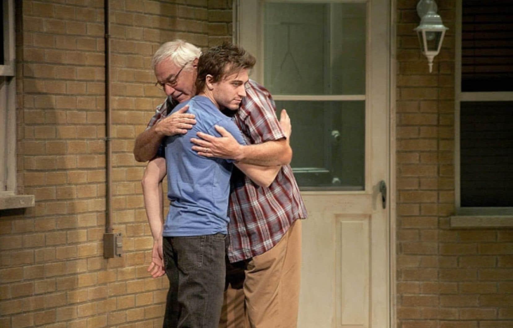 Benoît McGinnis et Michel Dumont dans une scène de la pièce Excuse-moi, de Serge Boucher, dans une mise en scène de René Richard Cyr.