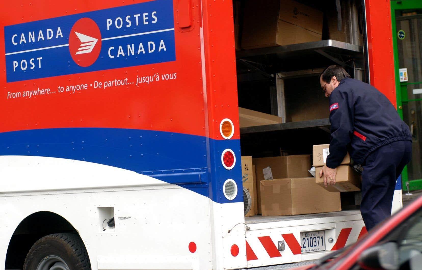 Postes Canada compte environ 64000 employés, dont 50000 sont membres du STTP.