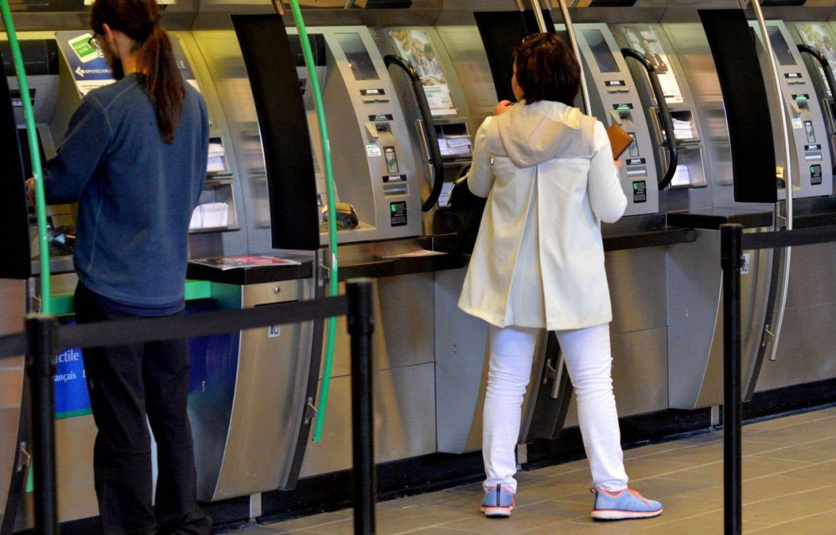 L'un des effets de C-29 est d'exclure les banques de la Loi sur la protection du consommateur.