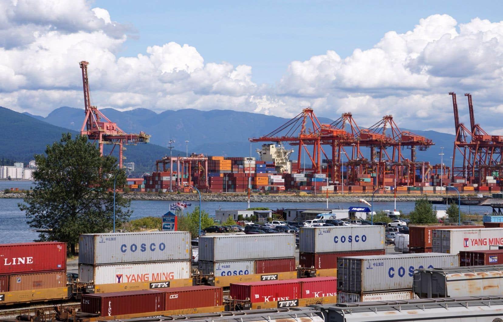 Le déficit commercial du Canada a diminué en octobre grâce à une baisse des importations.