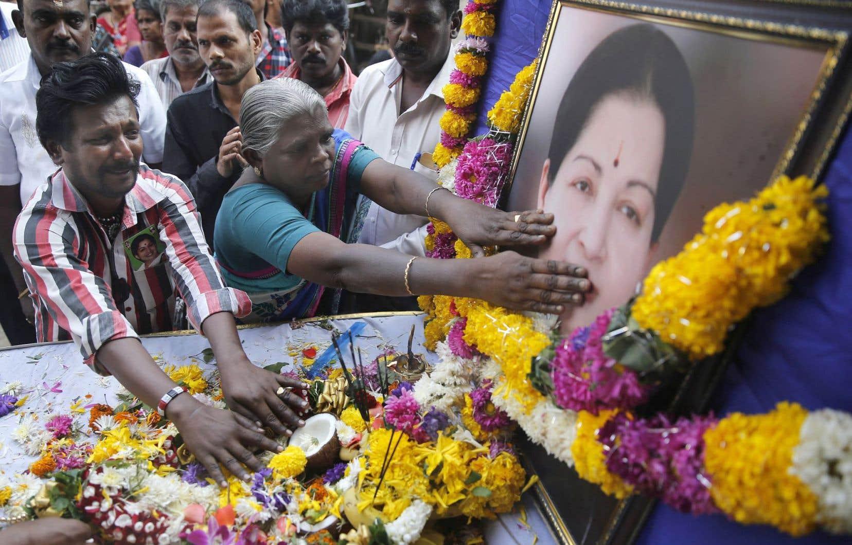 Ministre en chef du Tamil Nadu par intermittence depuis le début des années 1990, Jayalalithaa Jayaraminspirait une adoration confinant au religieux.