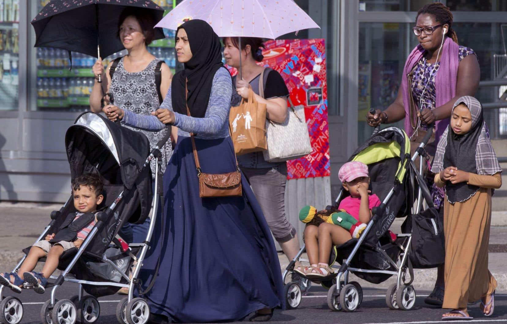 Le Québec arrive deuxième au Canada, derrière l'Ontario, quant à la part d'immigrants admis en 2015, soit 18 %.