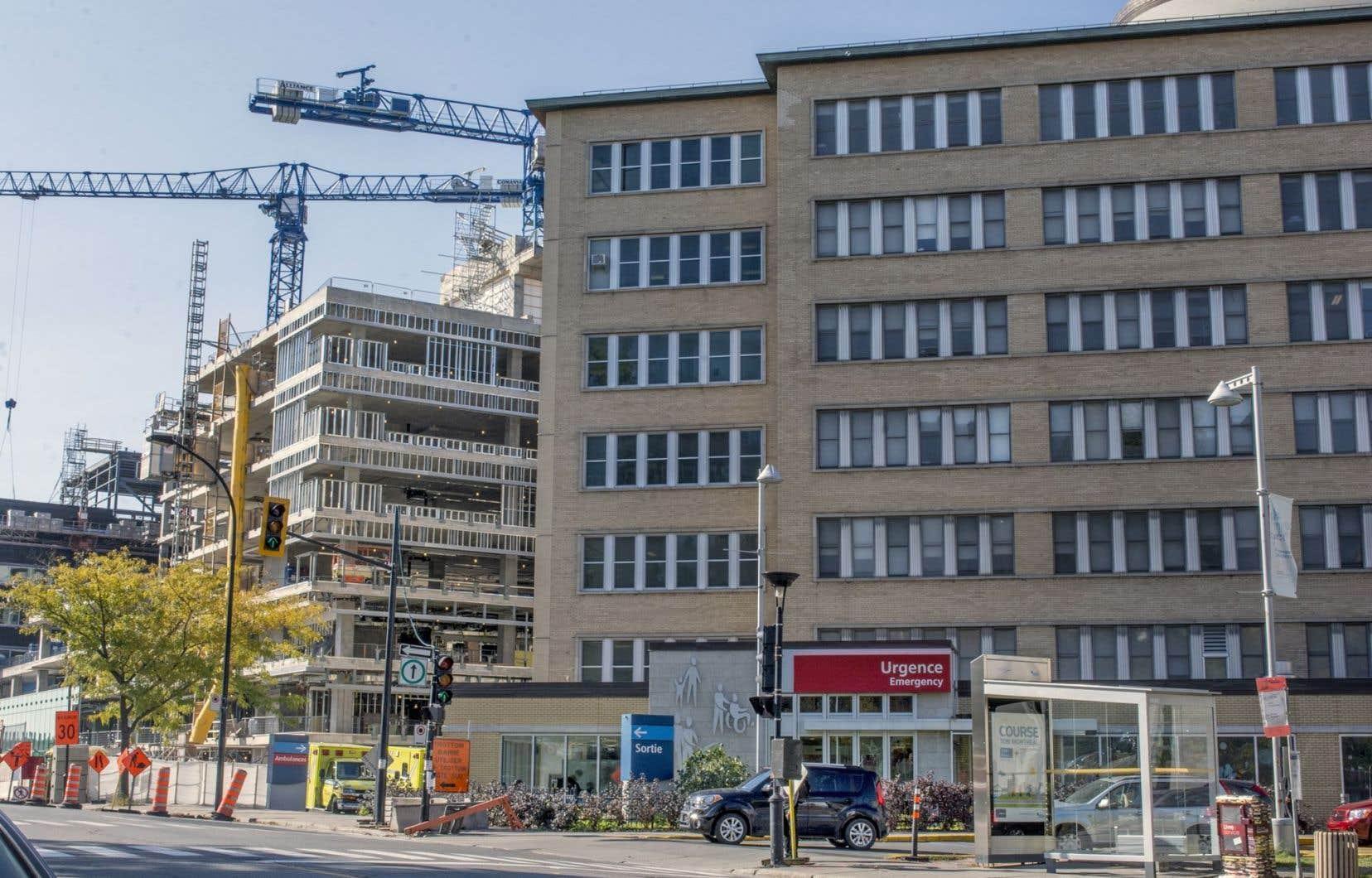 L'ajout d'un pavillon agrandira de 65 % la superficie de l'hôpital. La construction de celui-ci battait son plein, en octobre 2014.