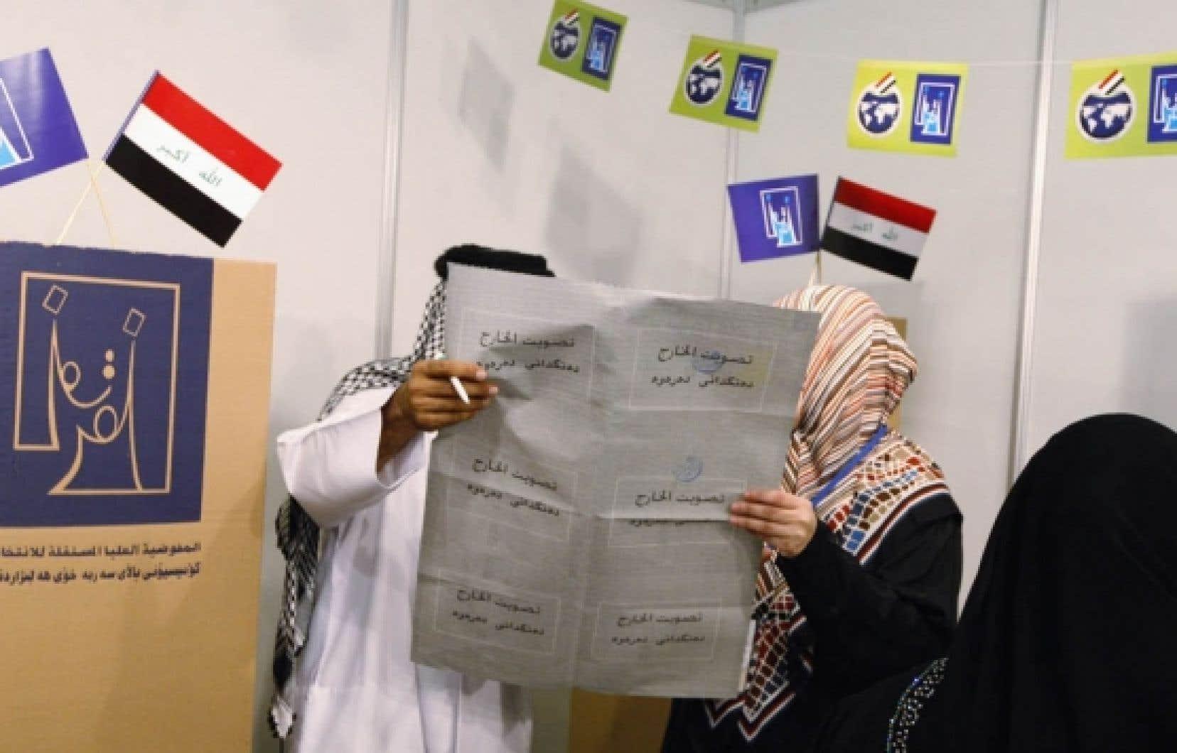 Un réfugié irakien vivant aux Émirats arabes unis s'est rendu voter hier à Dubaï.