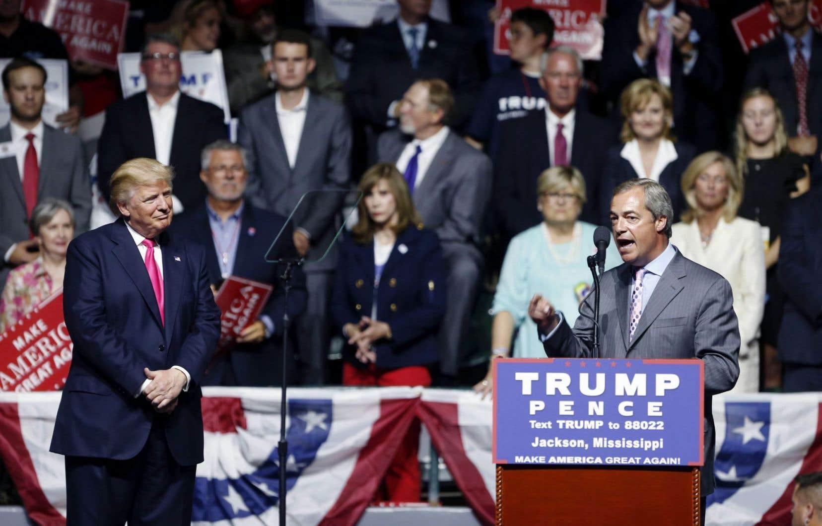 Le politicien britannique pro-Brexit Nigel Farage s'adressant à la foule lors d'un rassemblement partisan de Donald Trump à Jackson, au Mississippi, le 24 août dernier