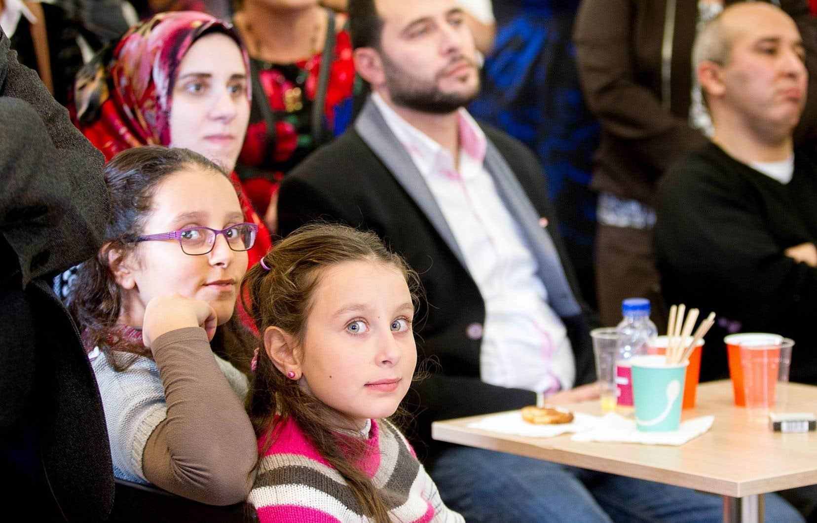 Ruaa Marya (en haut à gauche), son mari, Sarwat Kadimati, et leurs deux filles s'inquiètent pour leurs proches restés à Alep.