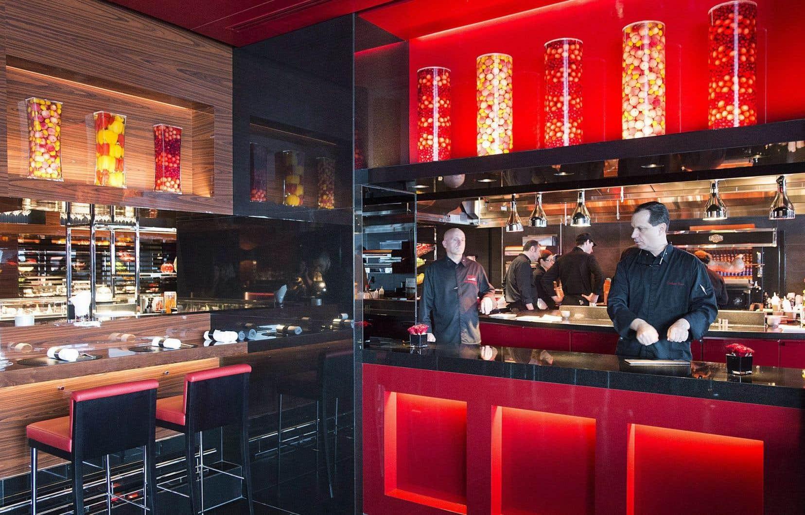 Pour plusieurs, le chef des cuisines du Casino de Montréal, Jean-Pierre Curtat, a poussé encore plus loin l'insulte en demandant à Joël Robuchon de devenir l'ambassadeur de la cuisine québécoise dans le monde.