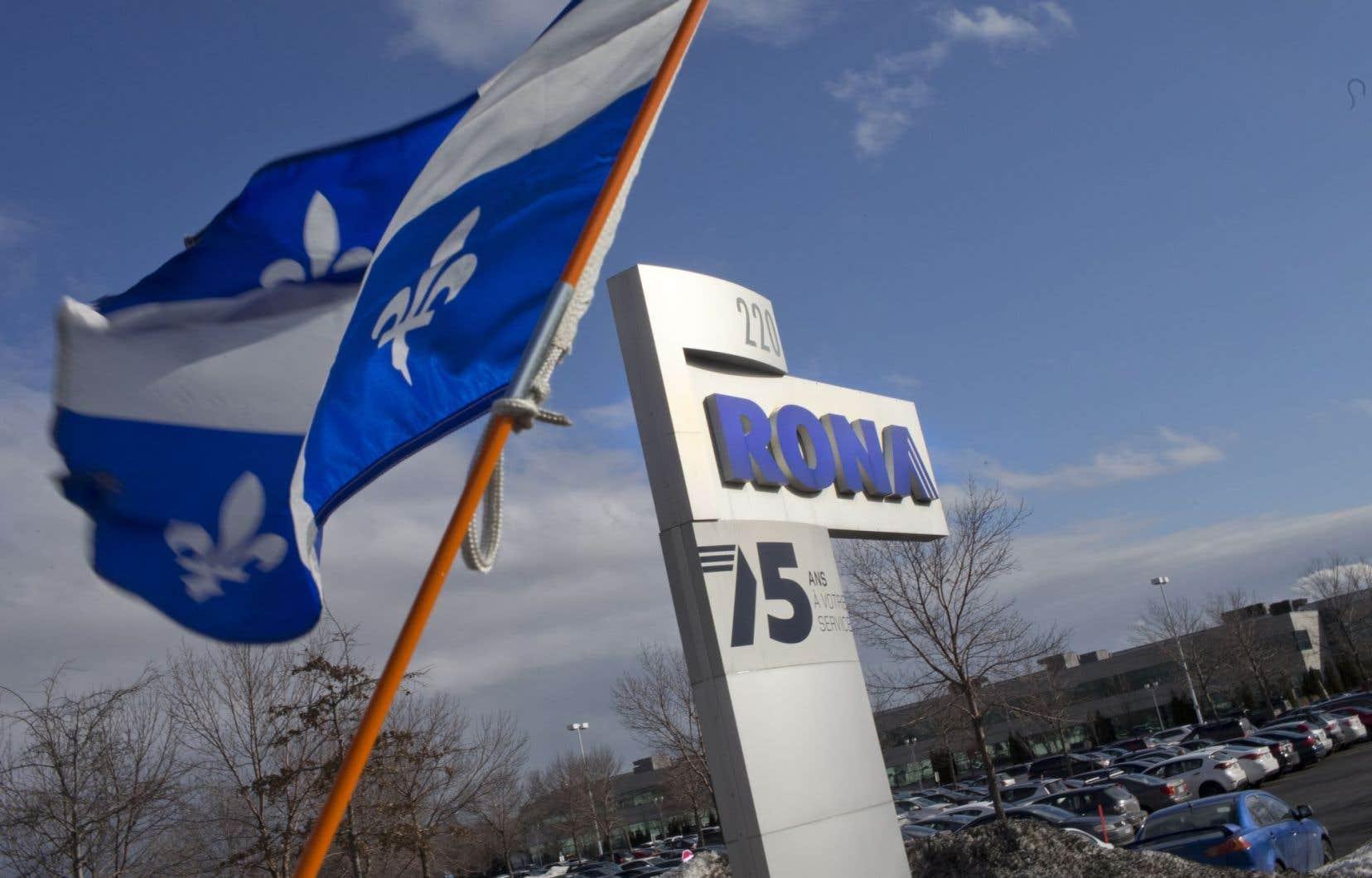Lowe's prévoit que 40 magasins à grande surface Rona, dont 17 au Québec, adopteront le nom de l'entreprise américaine au cours des quatre prochaines années.