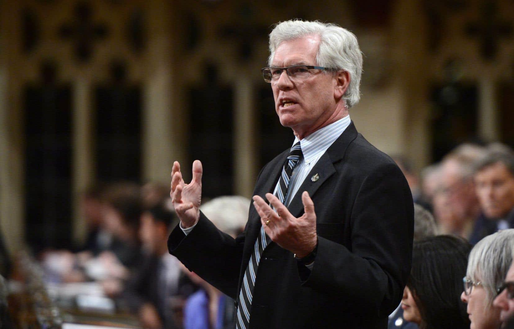 Le ministre des Ressources naturelles, Jim Carr, a annoncé la nomination des nouveaux membres «temporaires» de l'Office national de l'énergie (ONE).