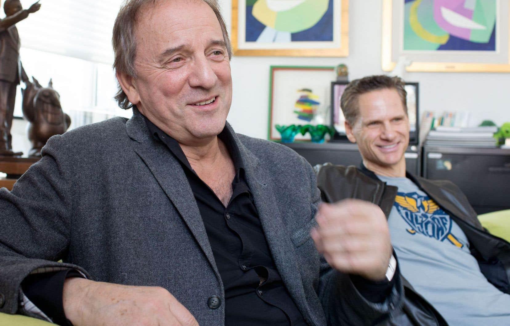C'est François Morency (à droite) qui a annoncé à Michel Côté qu'un gala lui rendant hommage se préparait pour l'été 2017.