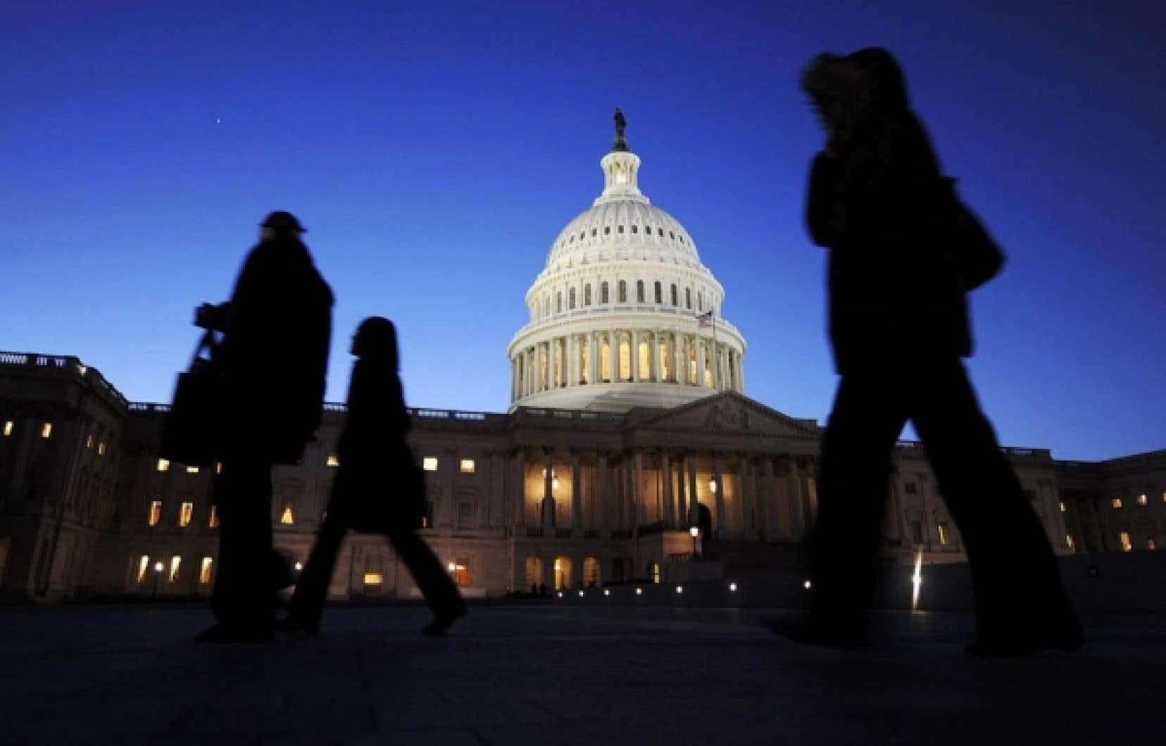 Des spécialistes des médias croient que la solution idéale serait un engagement à distance (arm's length) du gouvernement fédéral par lequel le Congrès apporterait un soutien financier général à la collecte de l'information, au lieu d'appuyer des journaux particuliers.