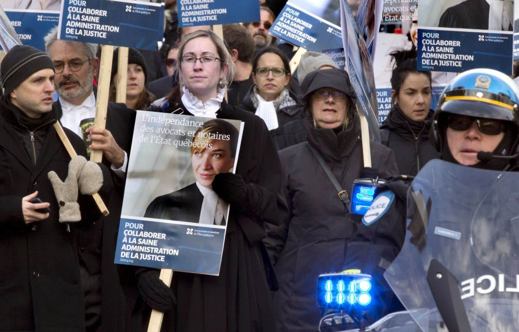 Les juristes de l'État sont en grève depuis deux mois. Ci-dessus, une manifestation de LANEQ qui s'est déroulée le 10octobre.