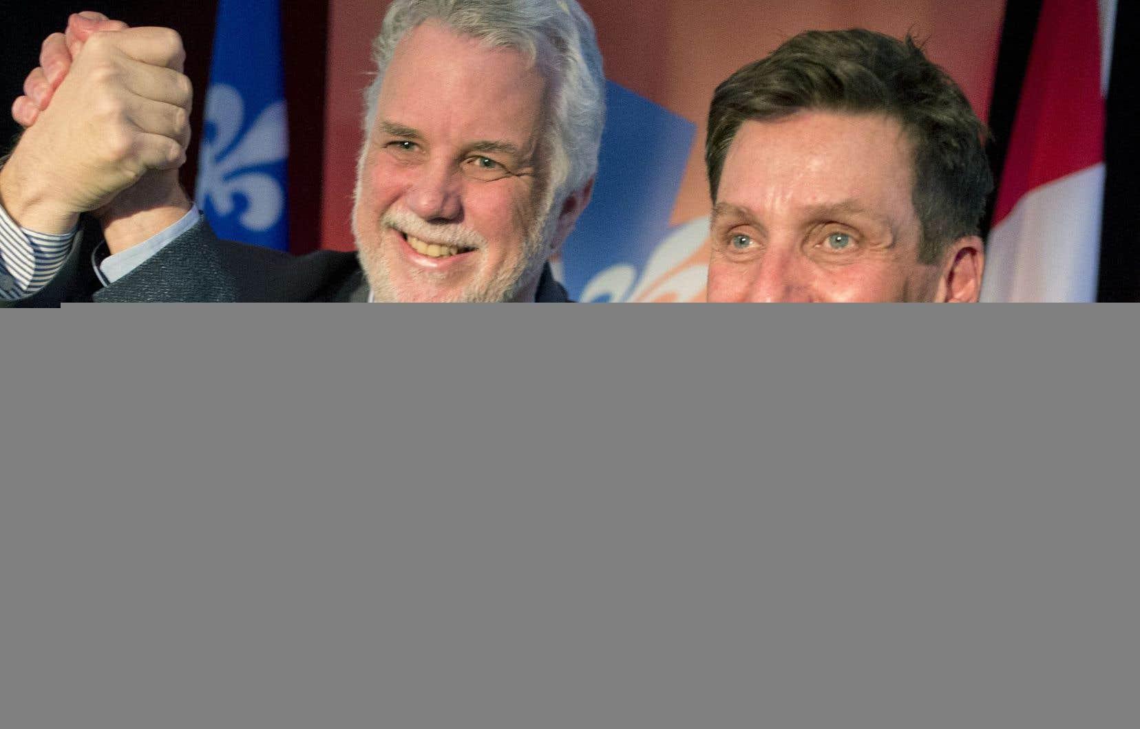 Philippe Couillard et des centaines de militants de Châteauguay, la circonscription de Pierre Moreau (à droite), ont souligné dimanche avant-midi le retour au travail de l'élu, qui s'était absenté plusieurs mois à cause de problèmes de santé.