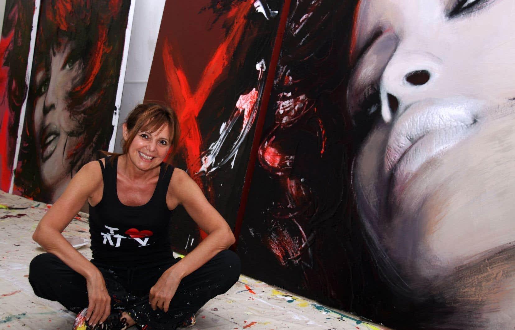 L'artiste peintre québécoise Corno dans son atelier