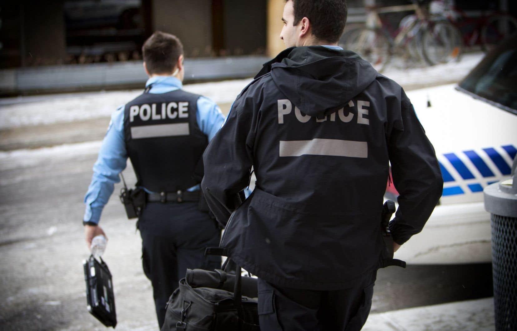 Le mandat de la commission est d'enquêter sur les pratiques policières en matière d'enquête susceptibles de porter atteinte au privilège protégeant les sources journalistiques.