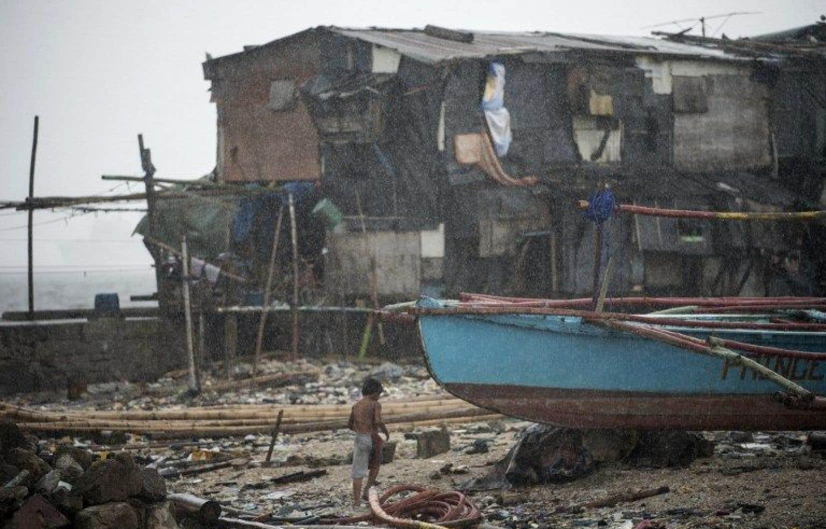 Plus de 383 000 personnes ont été évacuées de leurs foyers par mesure de précaution.