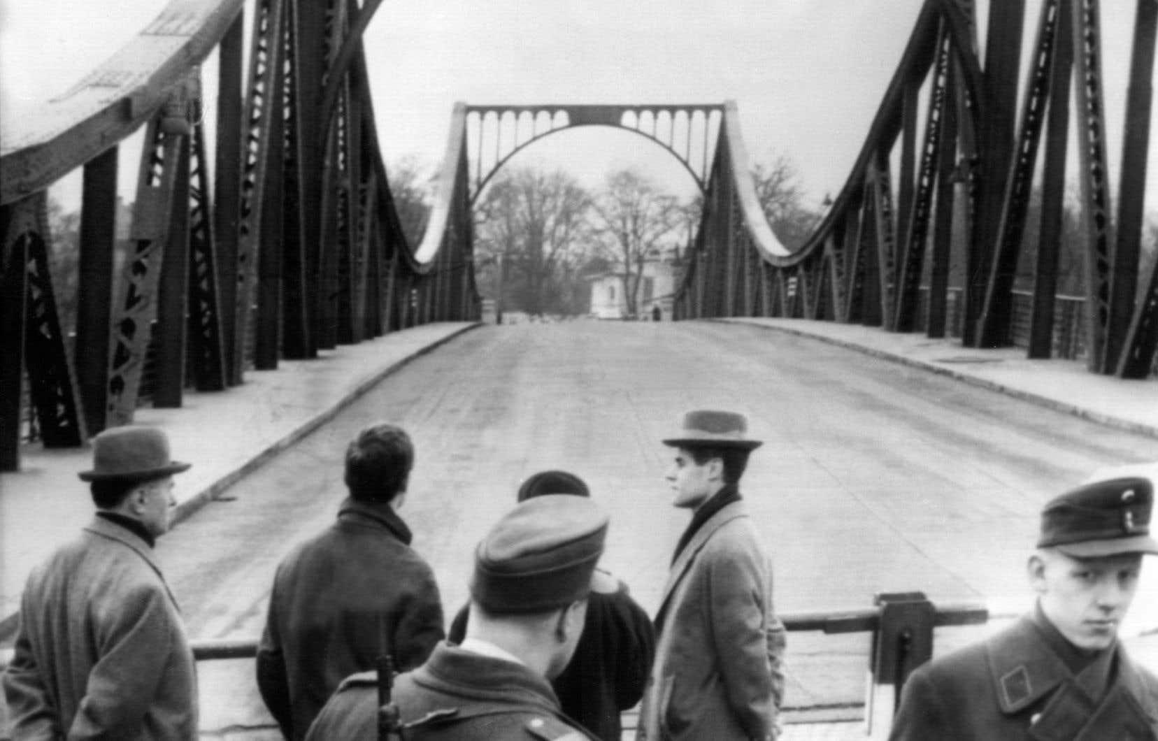 C'est sur le pont Glienicke, qui reliait Berlin est et Berlin ouest, qu'ont eu lieu nombre d'échanges d'espions à l'époque de la guerre froide.